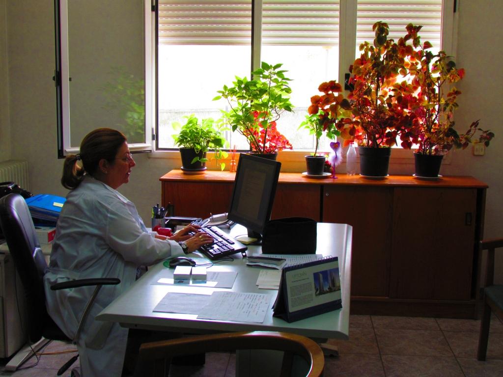 Doña Rosa, una de las doctoras de Residencia San Luis Gonzaga.